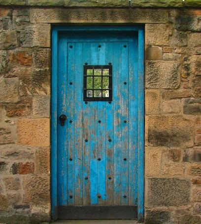 Blue_door_on_the_Royal_Mile